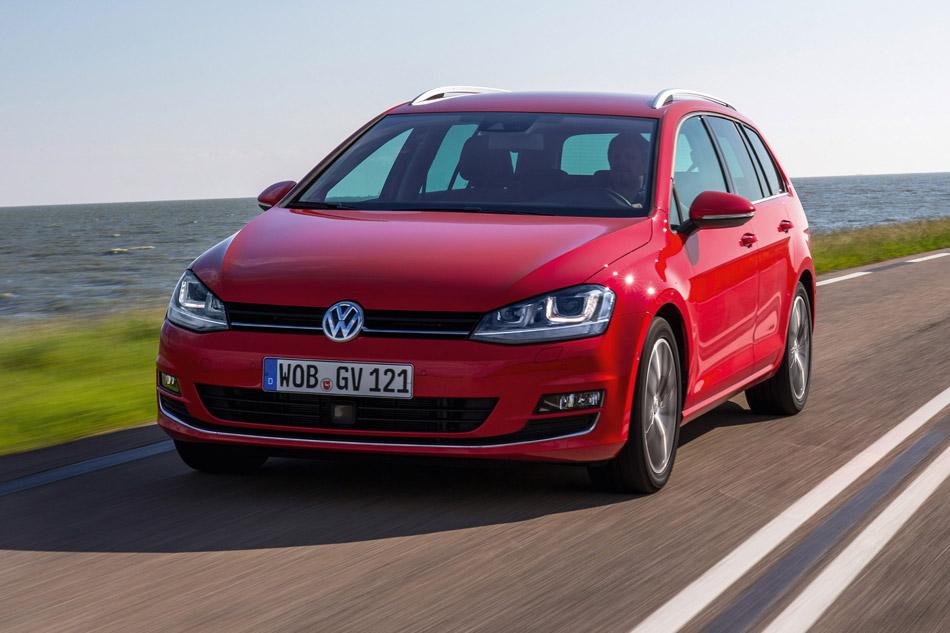 2014 Volkswagen Golf VII Variant Front Angle